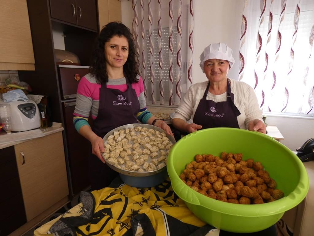 slow-food-permet-albania-summer-day-dita-e-veres-baking