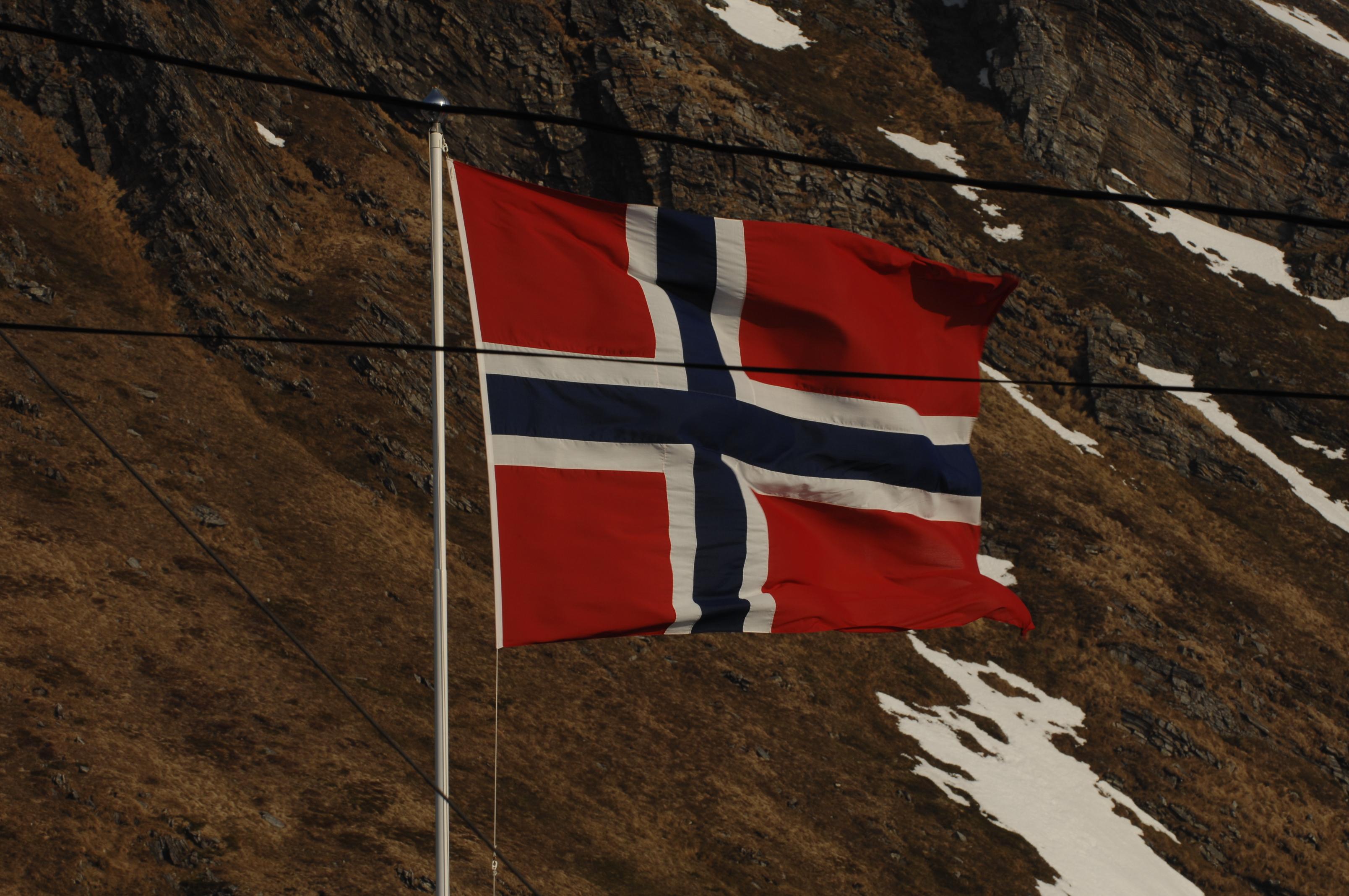 norwegian-flag-snow-norway